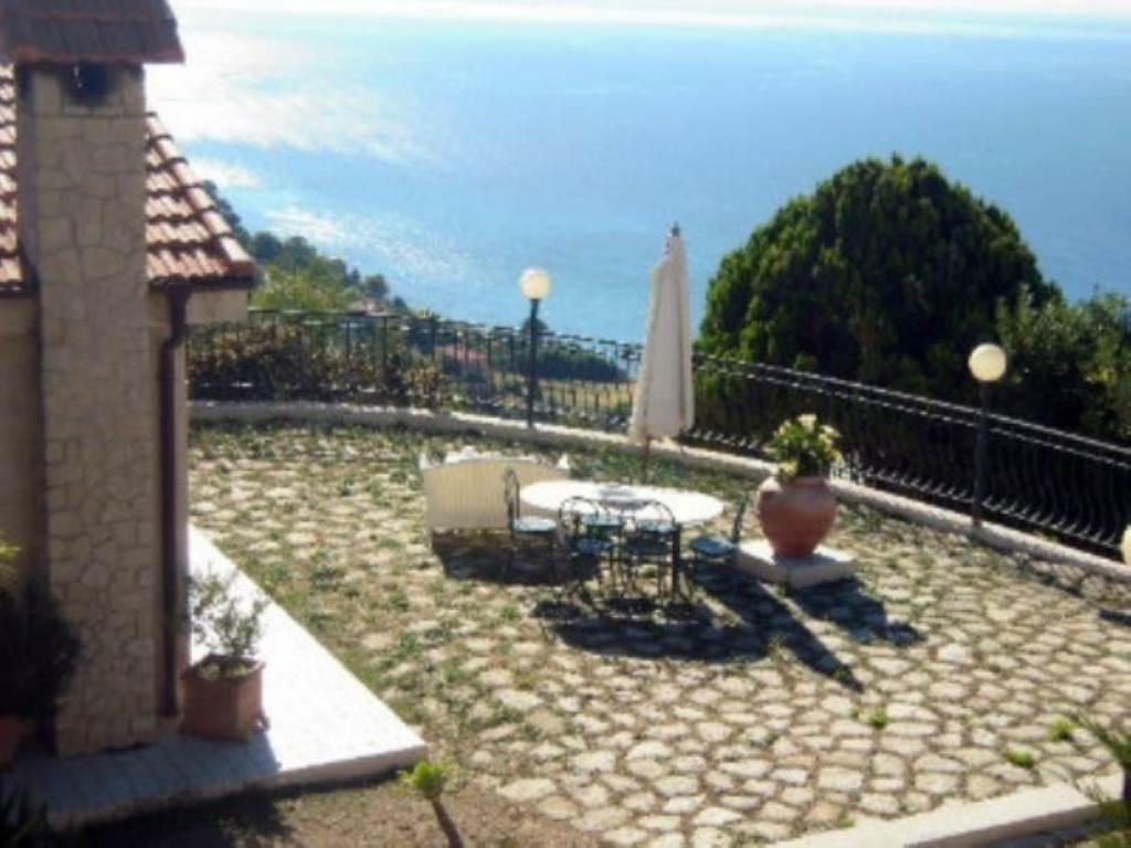 Villa in vendita a Ventimiglia, 6 locali, prezzo € 800.000 | Cambio Casa.it