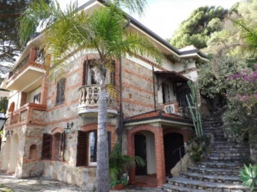 Villa in vendita a SanRemo, 6 locali, Trattative riservate | Cambio Casa.it