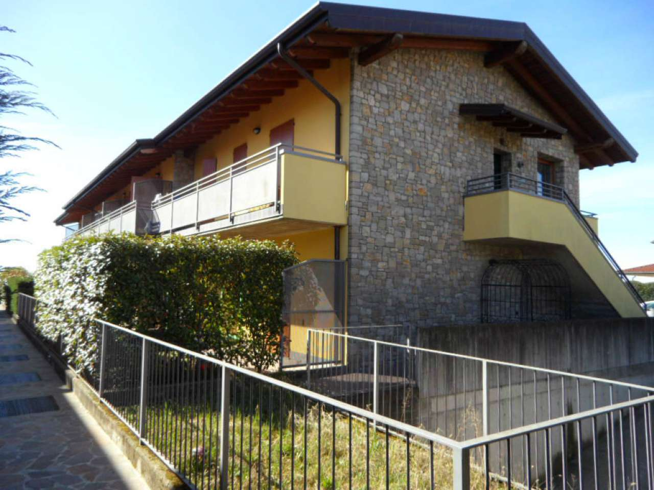 Appartamento in vendita a San Paolo d'Argon, 3 locali, prezzo € 187.000 | Cambio Casa.it