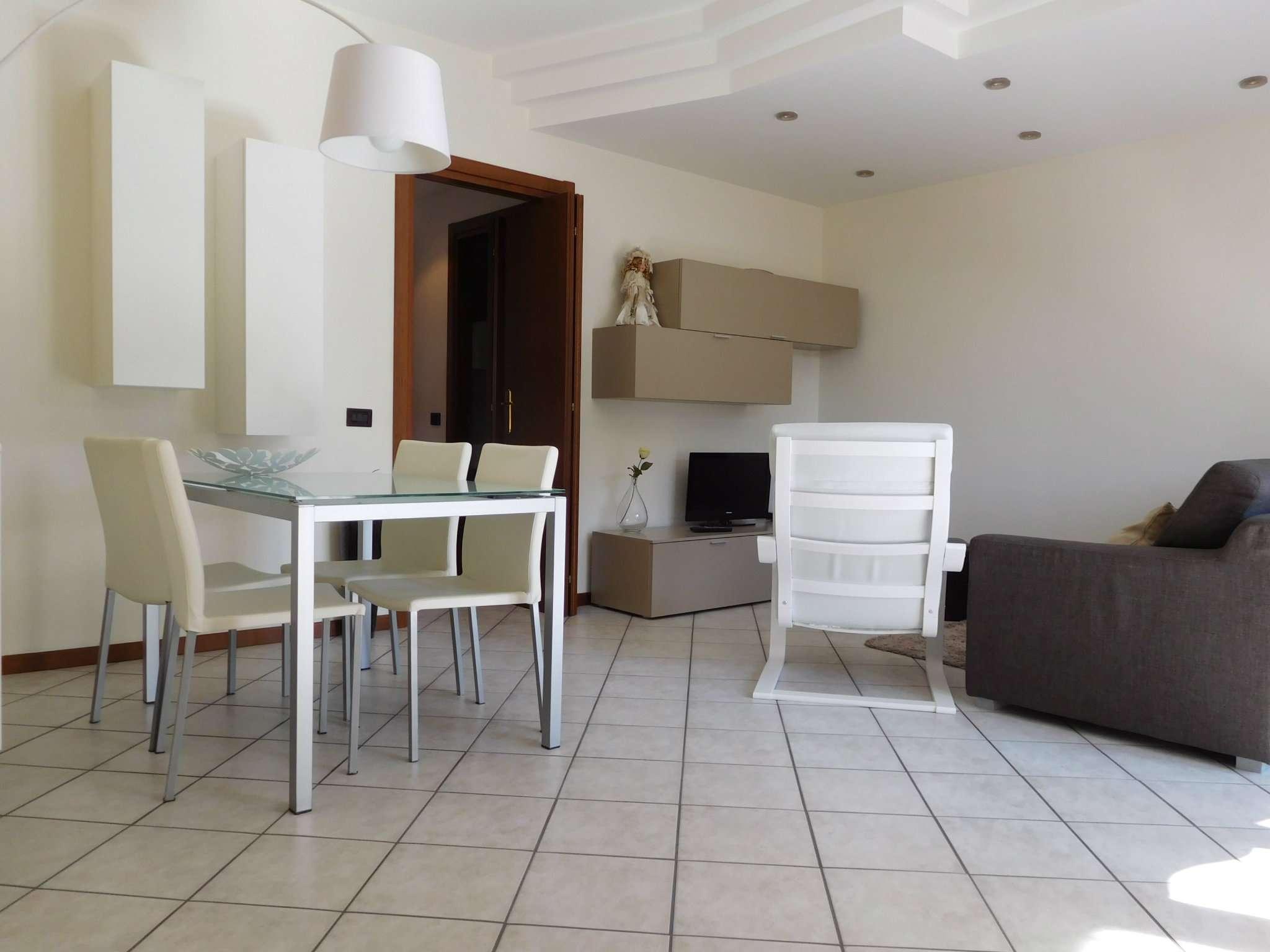 Appartamento in vendita a Albano Sant'Alessandro, 4 locali, prezzo € 165.000 | CambioCasa.it