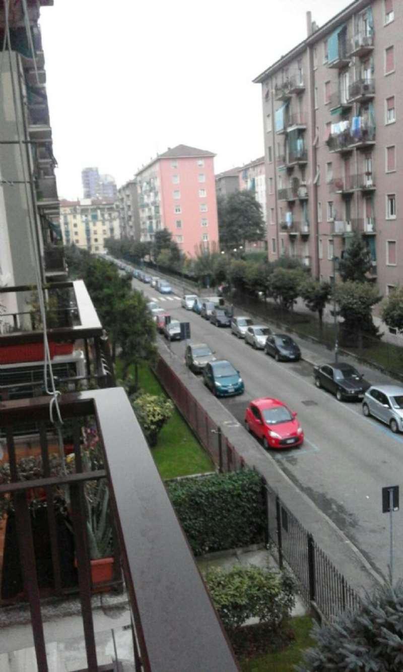 Bilocale Milano Via Santa Monica 7