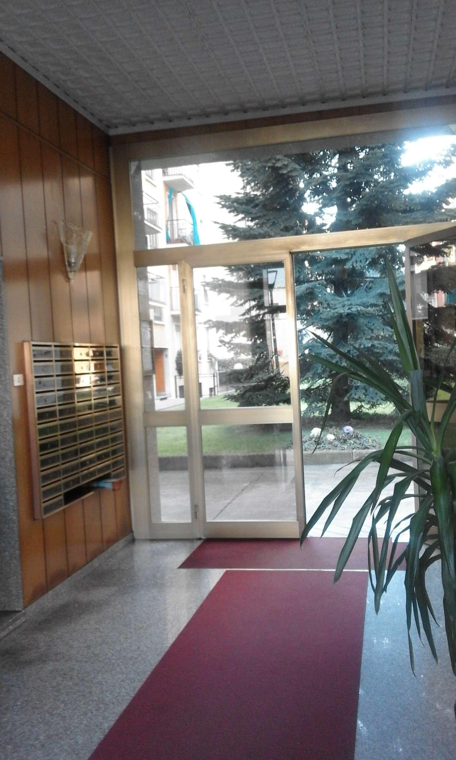 Bilocale Milano Via Santa Monica 9