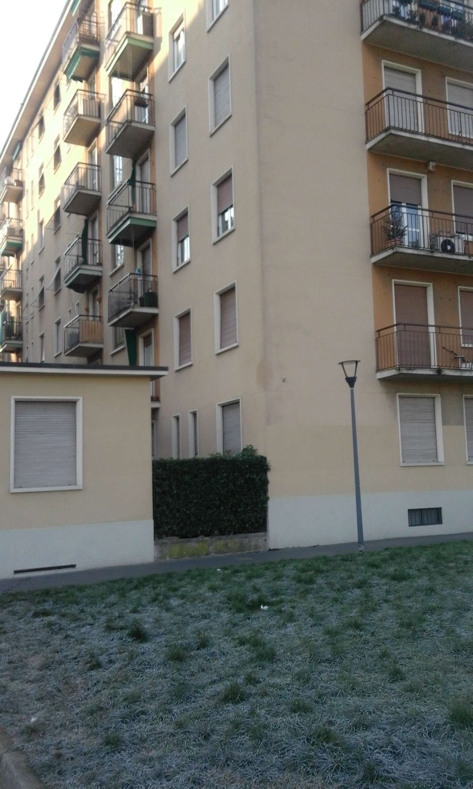 Bilocale Milano Via Santa Monica 10