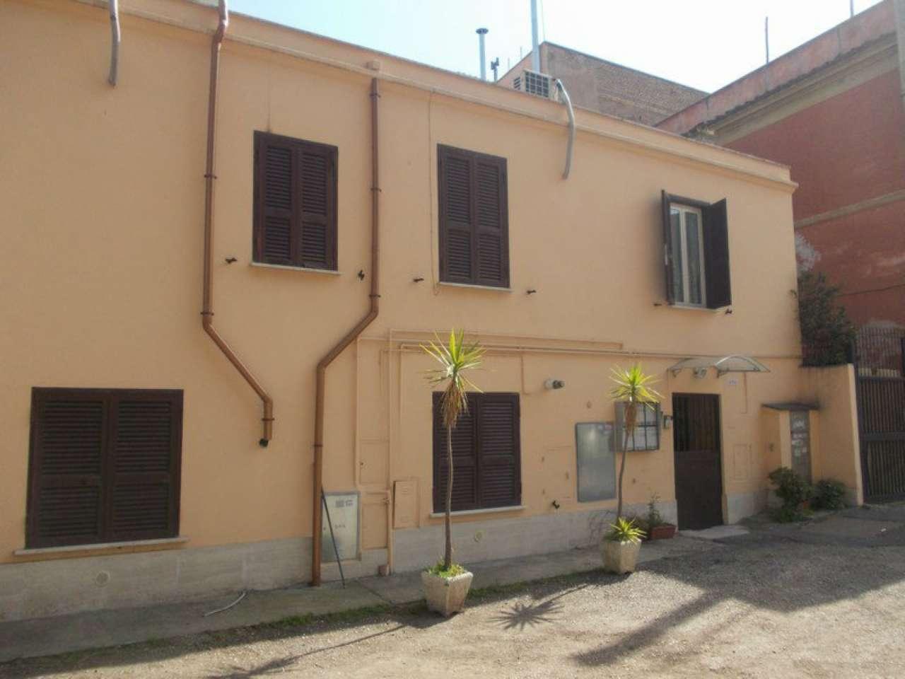 Bilocale vendita roma zona pigneto for Planimetrie della casetta con seminterrato di sciopero