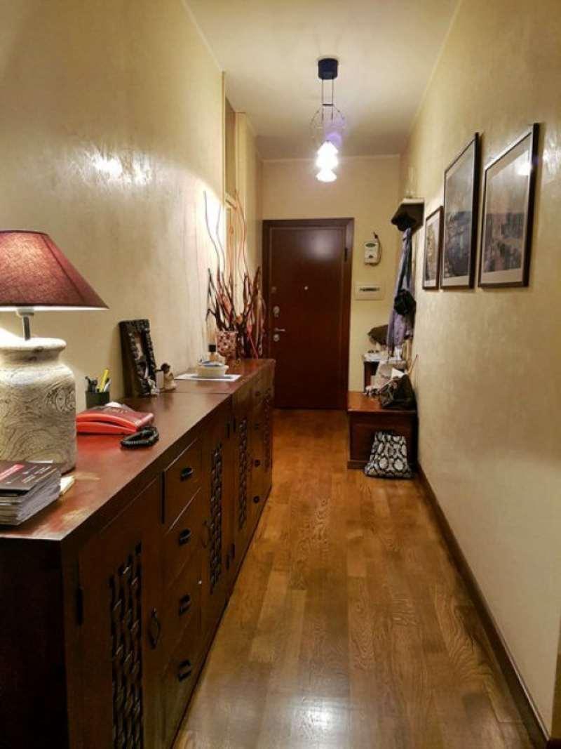 Appartamento in vendita 3 vani 105 mq.  via PEZZOTTI Milano