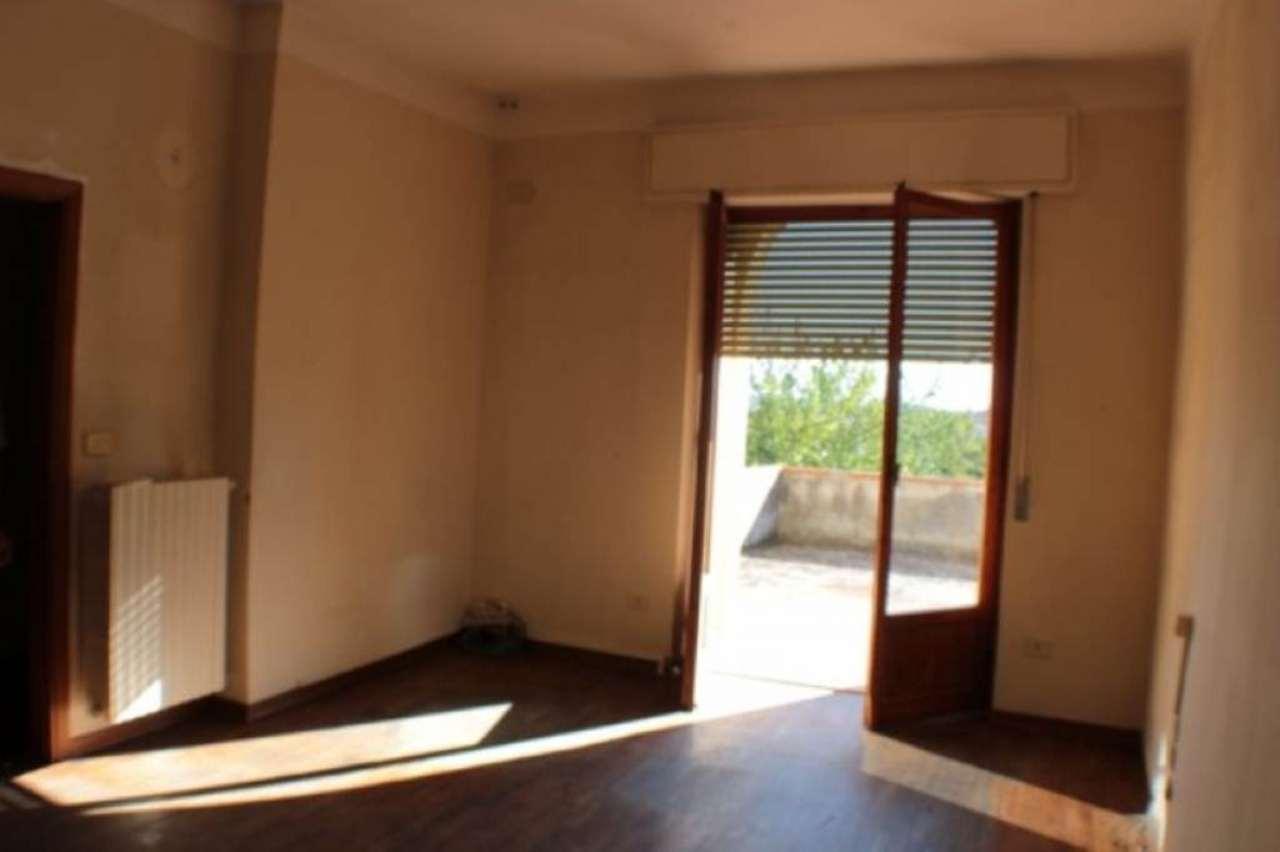 Ufficio / Studio in affitto a San Casciano in Val di Pesa, 3 locali, prezzo € 750 | CambioCasa.it