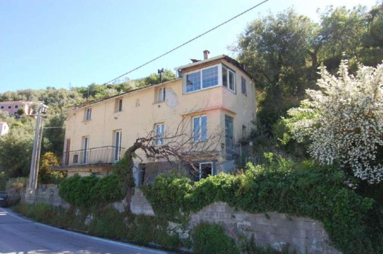 Villa in vendita a Varazze, 7 locali, prezzo € 250.000 | CambioCasa.it