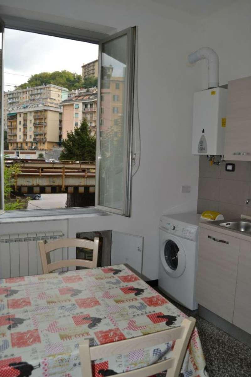 Bilocale Genova Via Canepari 4