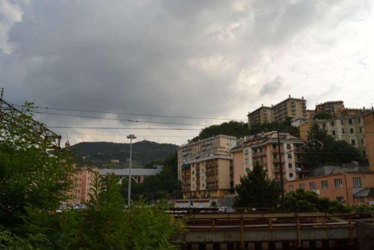 Bilocale Genova Via Canepari 9