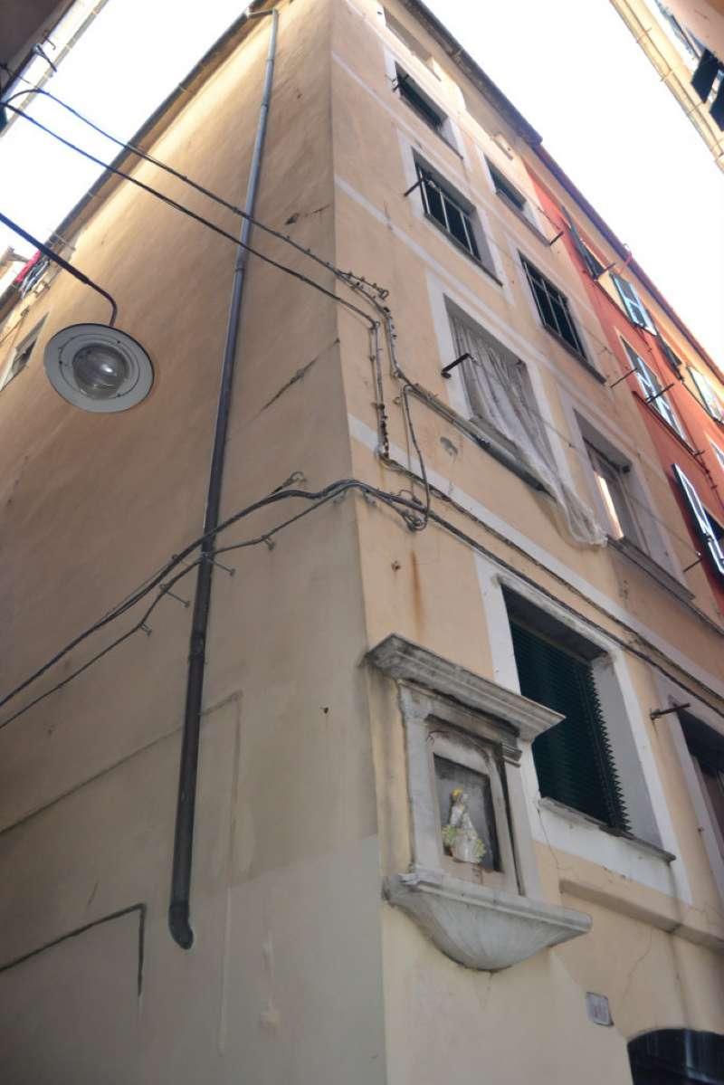 Bilocale Genova Vico Coccagna 5
