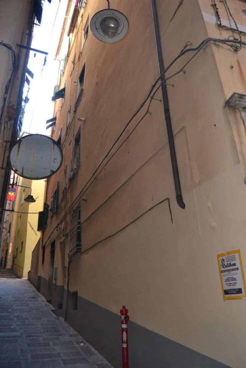 Bilocale Genova Vico Coccagna 6