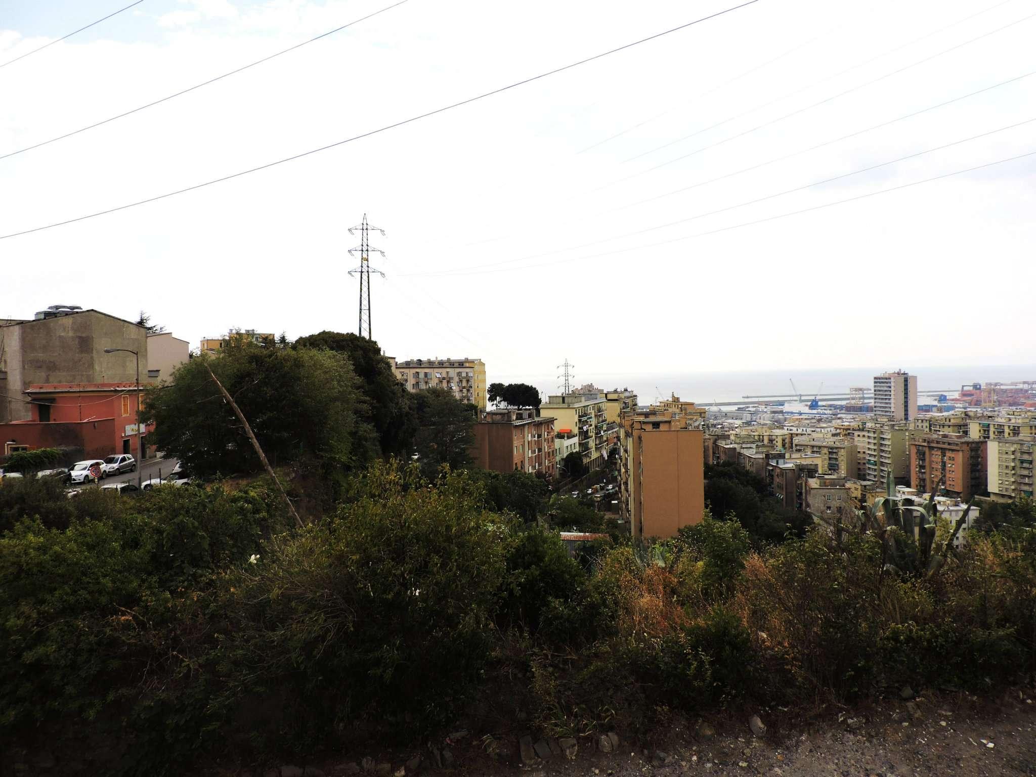 Bilocale Genova Via Mura Angeli 8