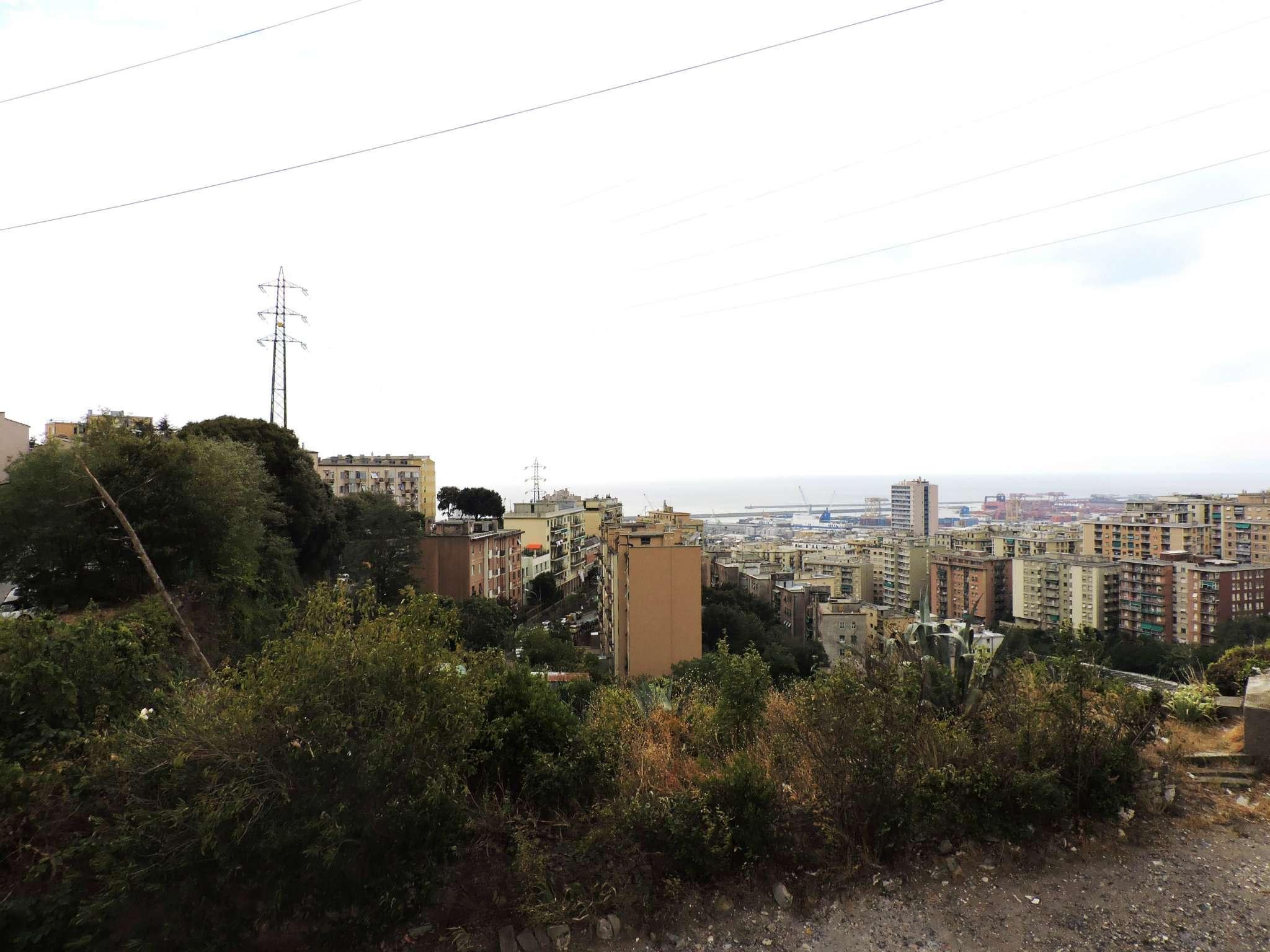 Bilocale Genova Via Mura Angeli 9