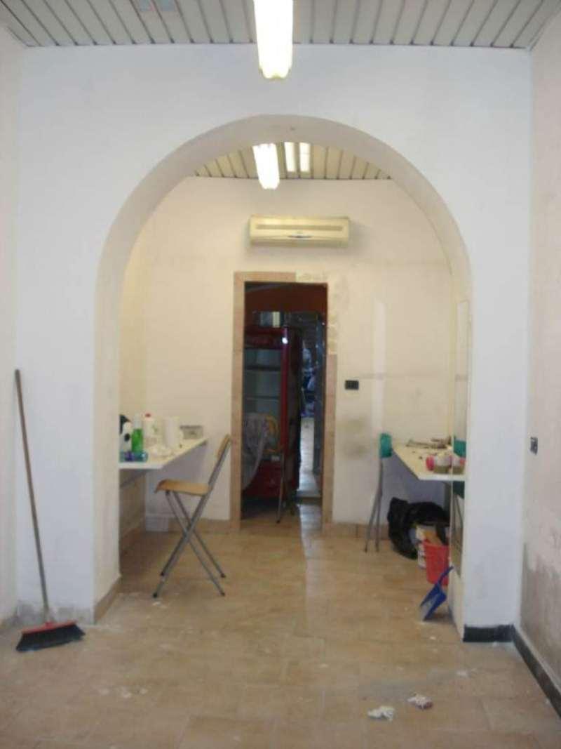 Negozio / Locale in affitto a Genova, 35 locali, prezzo € 650   Cambio Casa.it