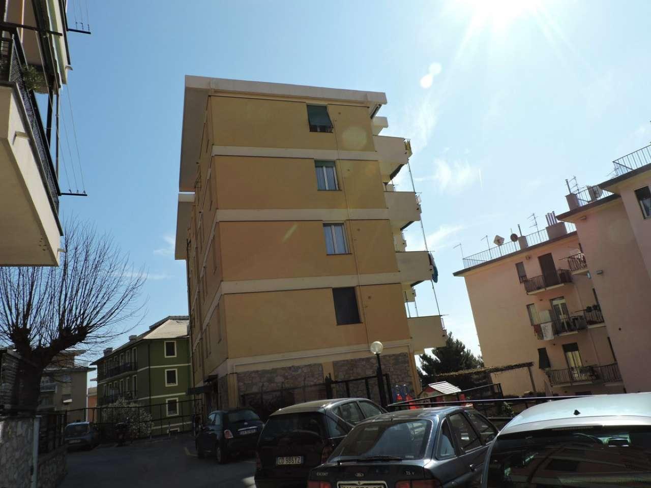 Appartamento in affitto a Genova, 3 locali, zona Zona: 8 . Sampierdarena, Certosa-Rivarolo, Centro Ovest, S.Teodoro, prezzo € 400 | Cambio Casa.it
