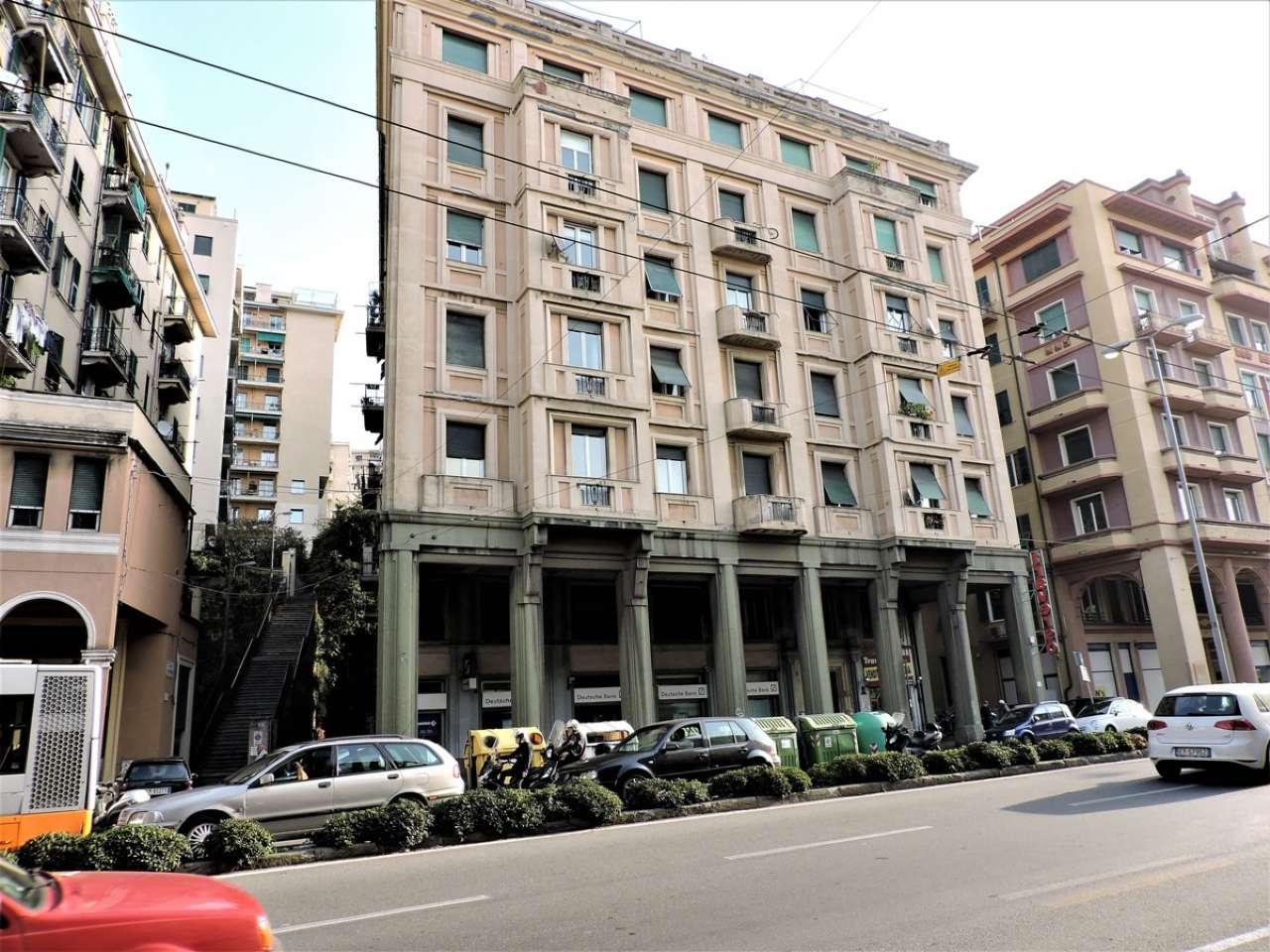 Attico / Mansarda in affitto a Genova, 5 locali, zona Zona: 8 . Sampierdarena, Certosa-Rivarolo, Centro Ovest, S.Teodoro, prezzo € 400 | CambioCasa.it
