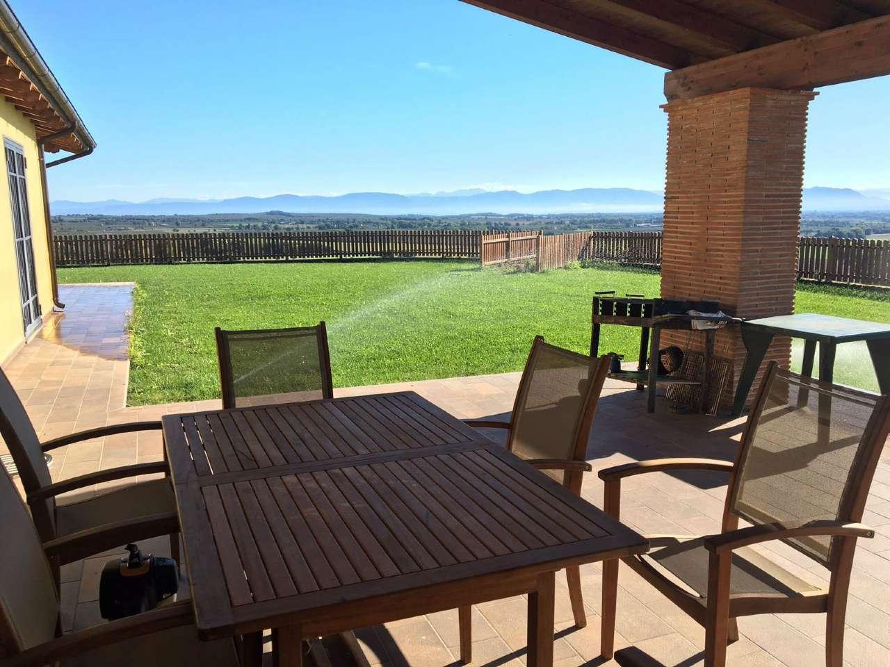 Villa in vendita a Sutri, 5 locali, prezzo € 430.000 | Cambio Casa.it