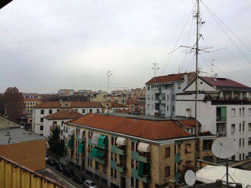 Bilocale Milano Via Del Turchino 8
