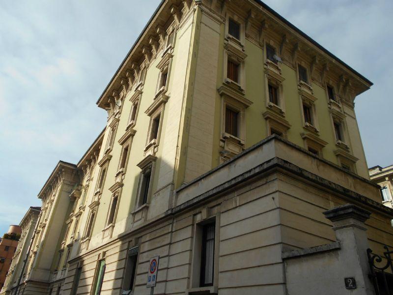 Bilocale Milano Via Laurana 2