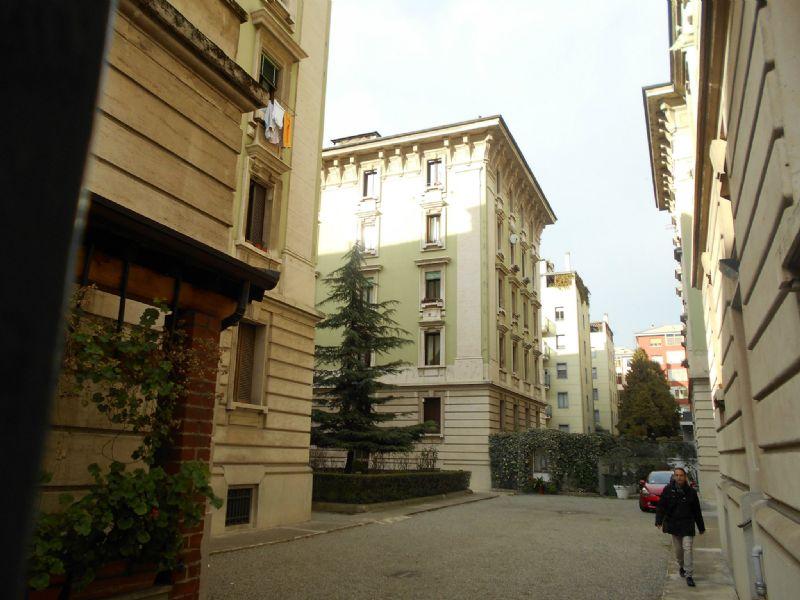 Bilocale Milano Via Laurana 3