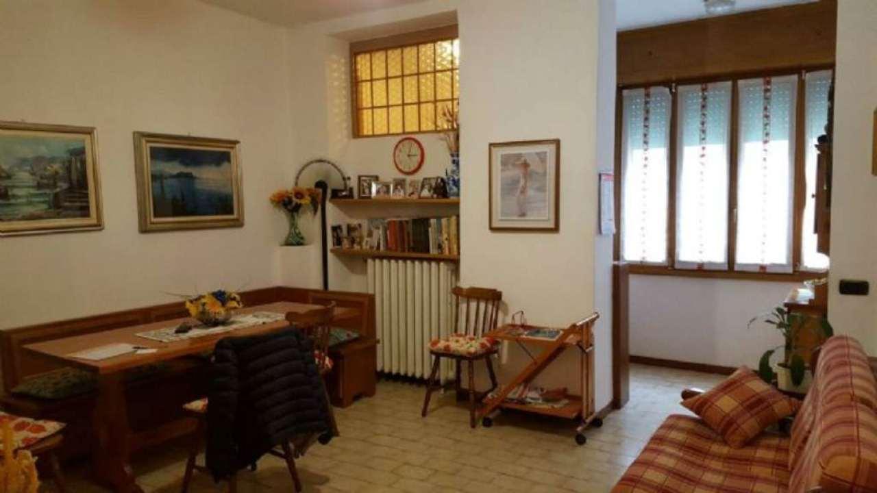 Bilocale Milano Via Guicciardi 1