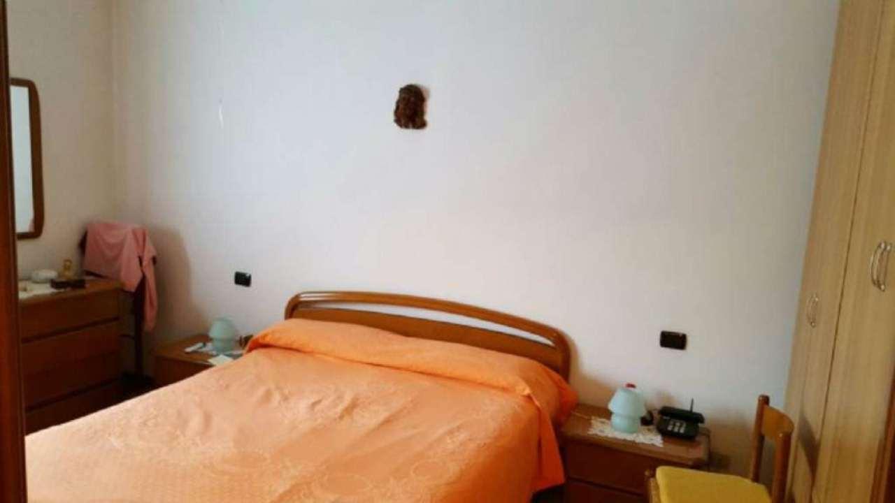 Bilocale Milano Via Guicciardi 5