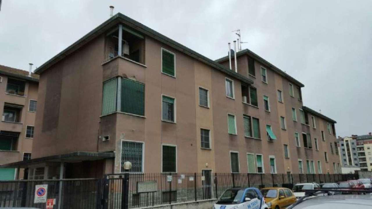 Bilocale Milano Via Guicciardi 8