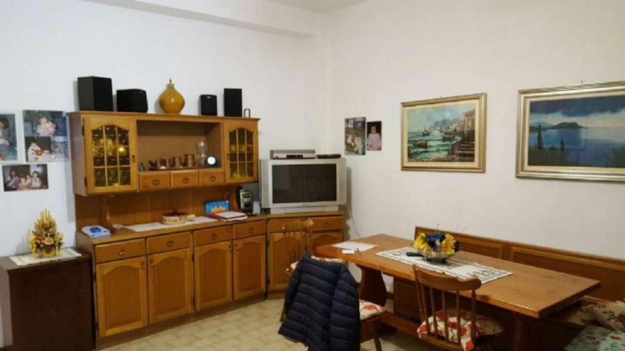 Bilocale Milano Via Guicciardi 7
