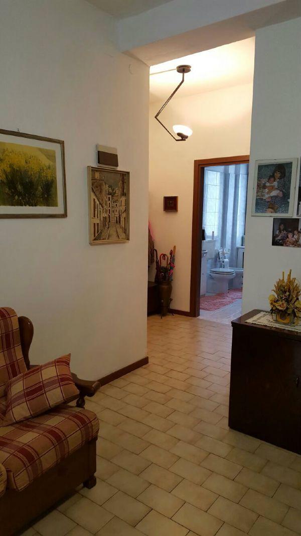 Bilocale Milano Via Guicciardi 2
