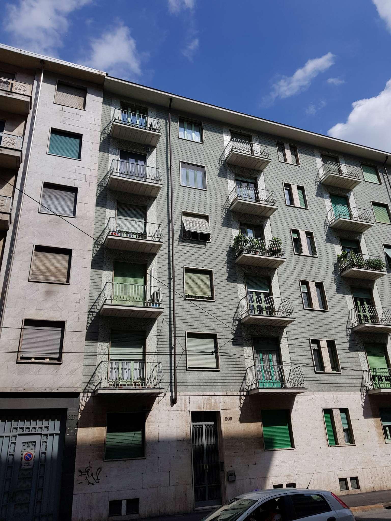 Foto 1 di Bilocale via Genova  209, Torino (zona Valentino, Italia 61, Nizza Millefonti)