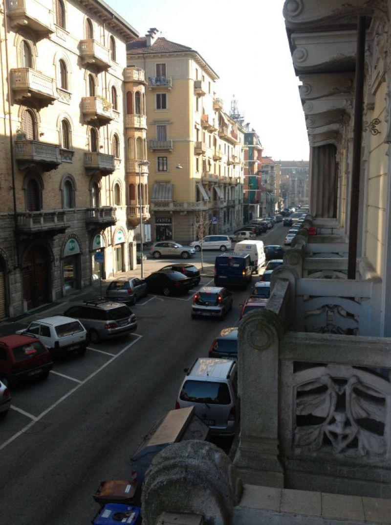 Bilocale Torino Via Verres 9