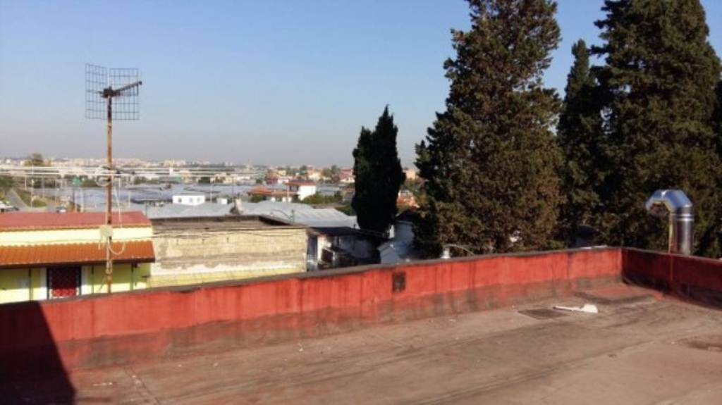 Bilocale Napoli Via Argine 2