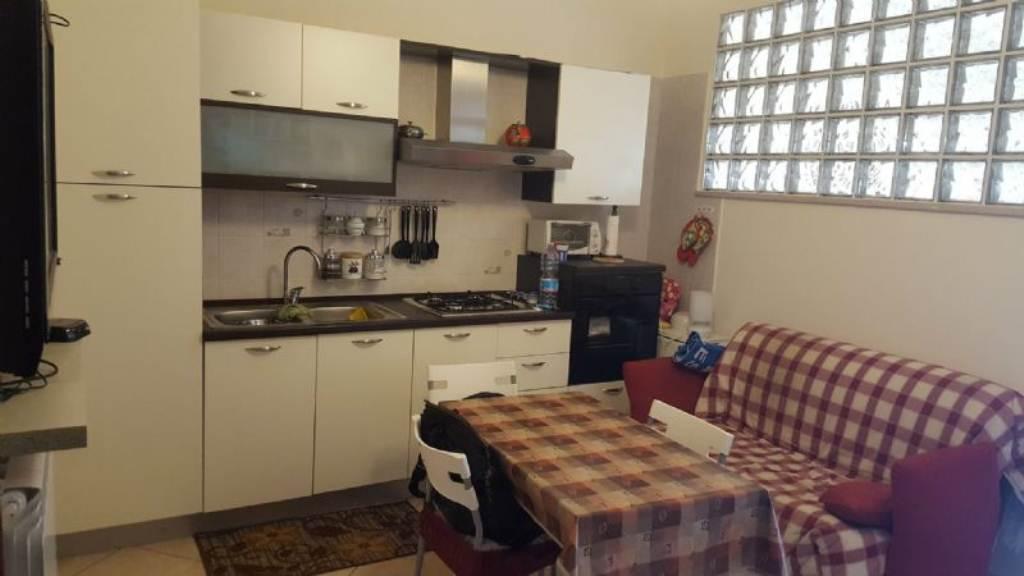Bilocale Napoli Via Via San Cosmo Fuori Porta Nolana 1