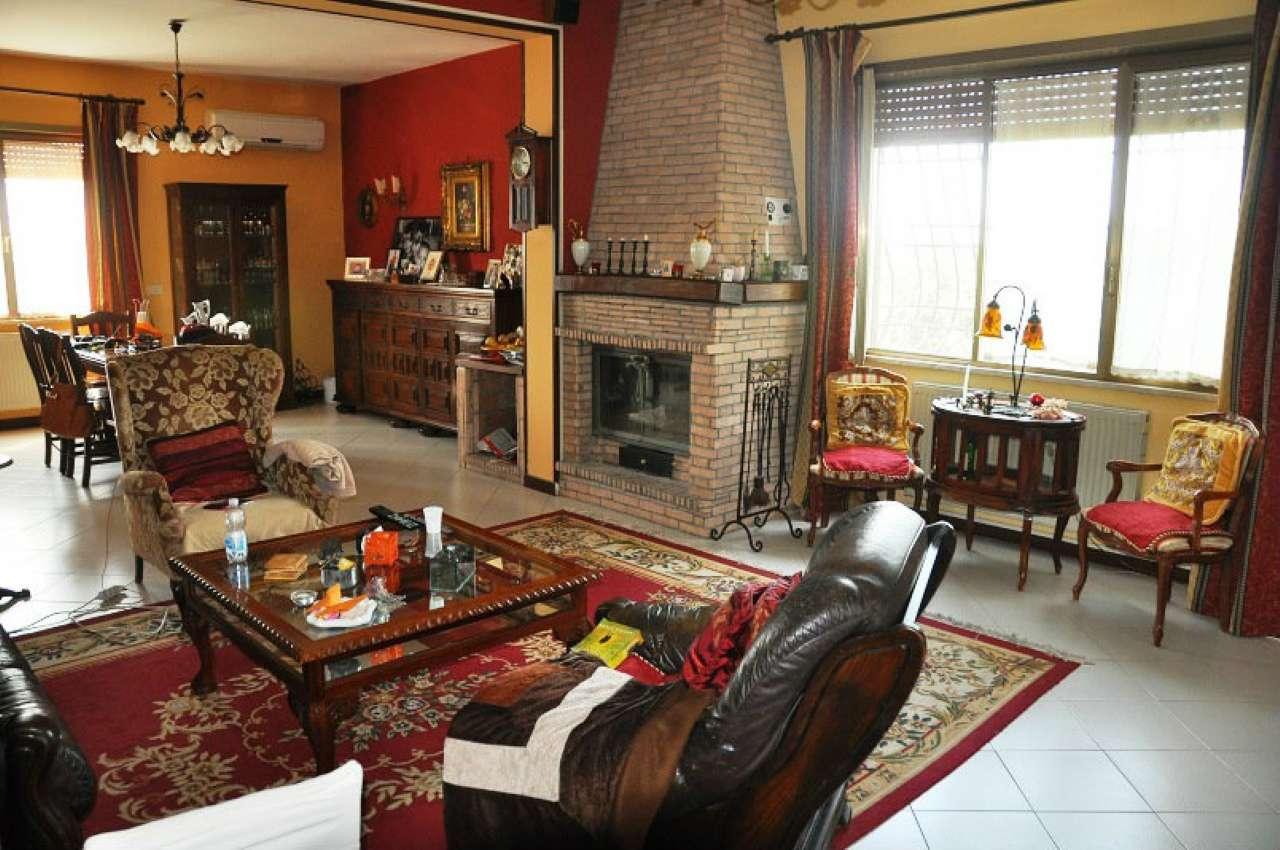 Villa in vendita a Genzano di Roma, 6 locali, prezzo € 320.000 | Cambio Casa.it
