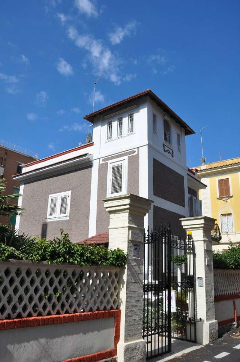 Palazzo / Stabile in vendita a Roma, 4 locali, zona Zona: 39 . Lido di Ostia, Ostia, Castel Fusano, Torre Paterno, prezzo € 1.200.000 | Cambio Casa.it
