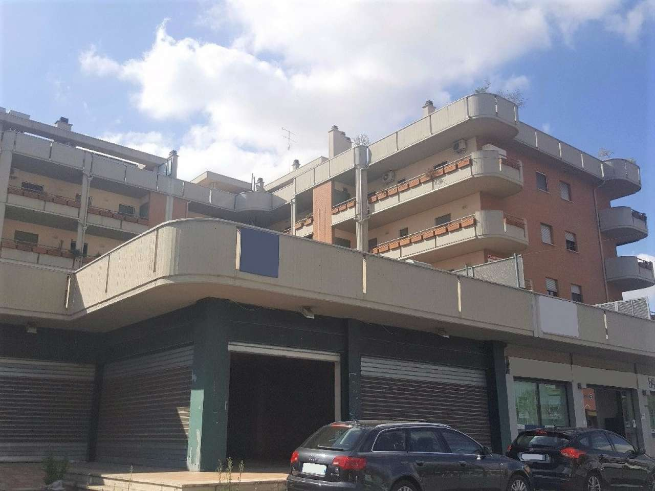 Negozio / Locale in vendita a Monterotondo, 2 locali, prezzo € 680.000 | CambioCasa.it