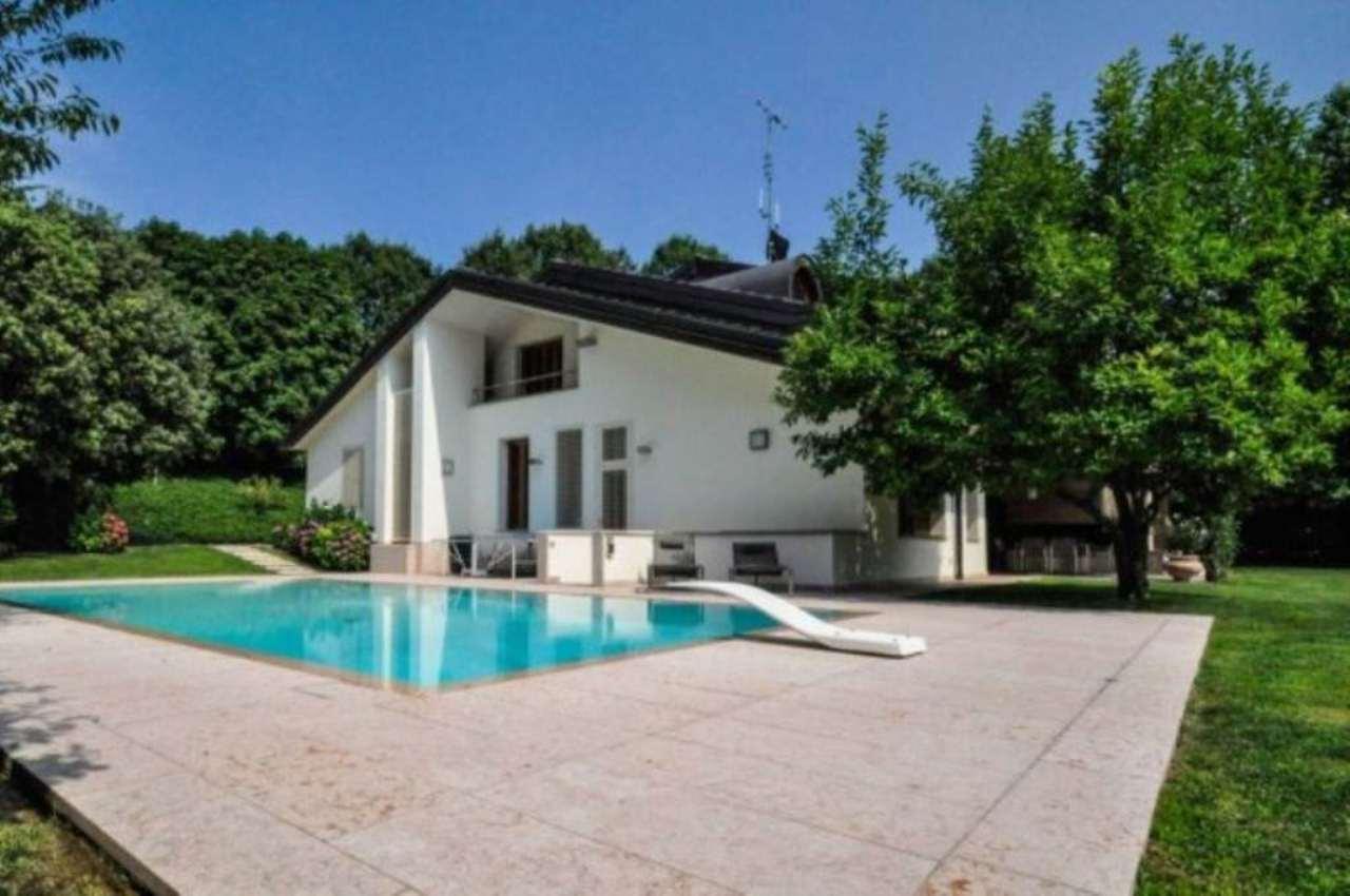 Villa in vendita a Moncalieri, 10 locali, Trattative riservate | CambioCasa.it