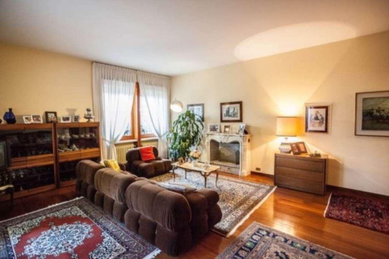 Appartamento in affitto a Moncalieri, 6 locali, prezzo € 2.000 | Cambio Casa.it