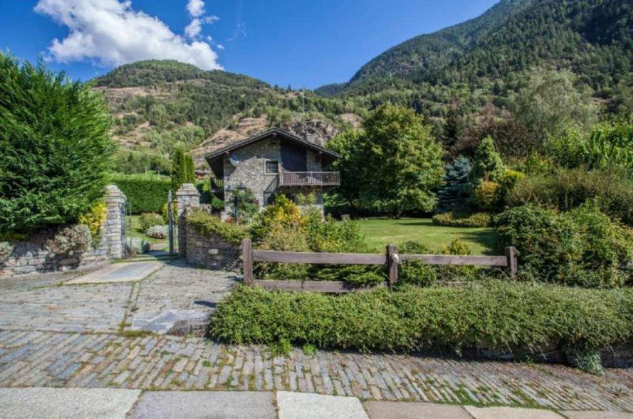 Villa in vendita a La Salle, 11 locali, prezzo € 795.000 | Cambio Casa.it