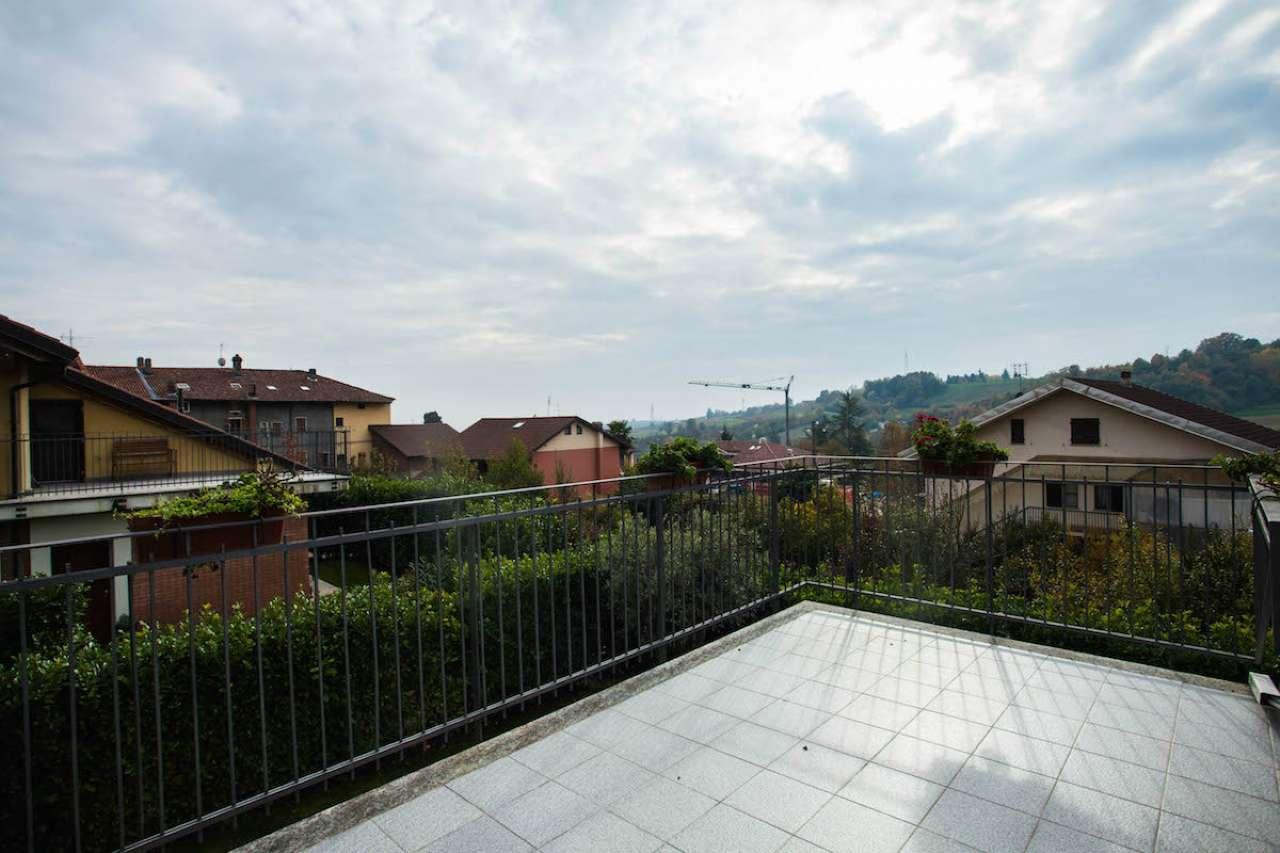 Villa in vendita a Pino Torinese, 9 locali, prezzo € 430.000 | CambioCasa.it