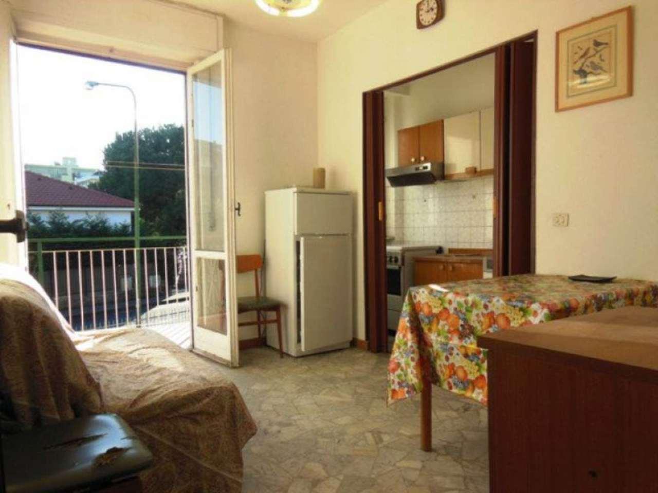 Bilocale Borghetto Santo Spirito Via Parioli 3