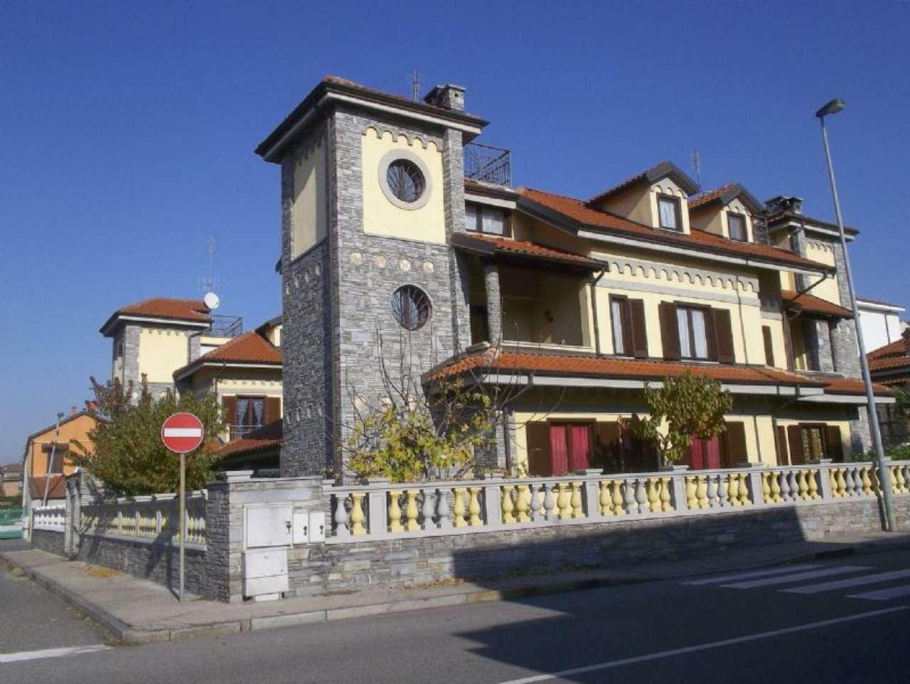 Villa in vendita a Nichelino, 7 locali, prezzo € 320.000 | Cambio Casa.it