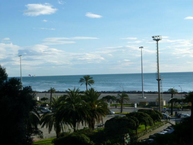 Bilocale Genova Piazza Rossetti 1