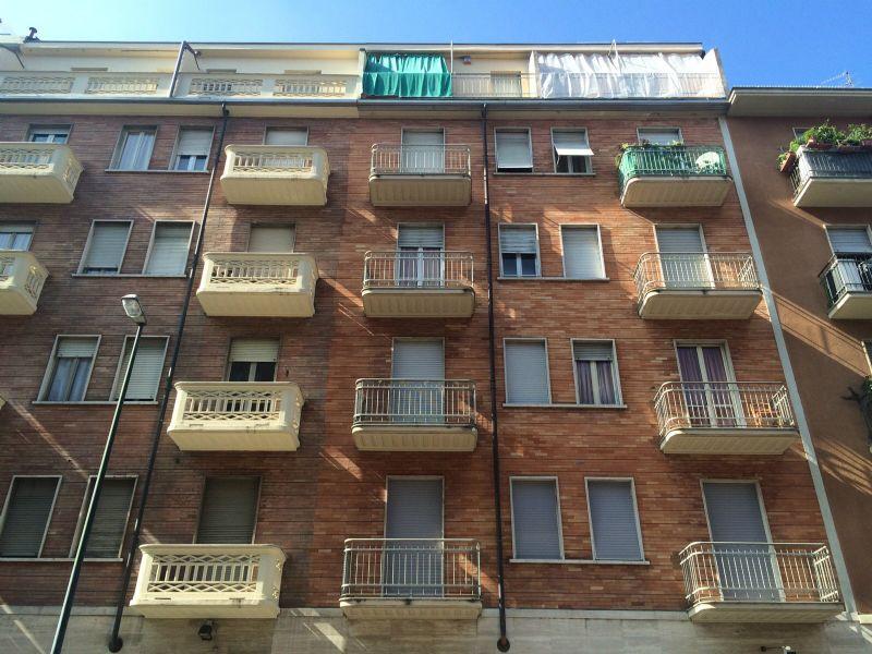 Bilocale Torino Via Domodossola 2