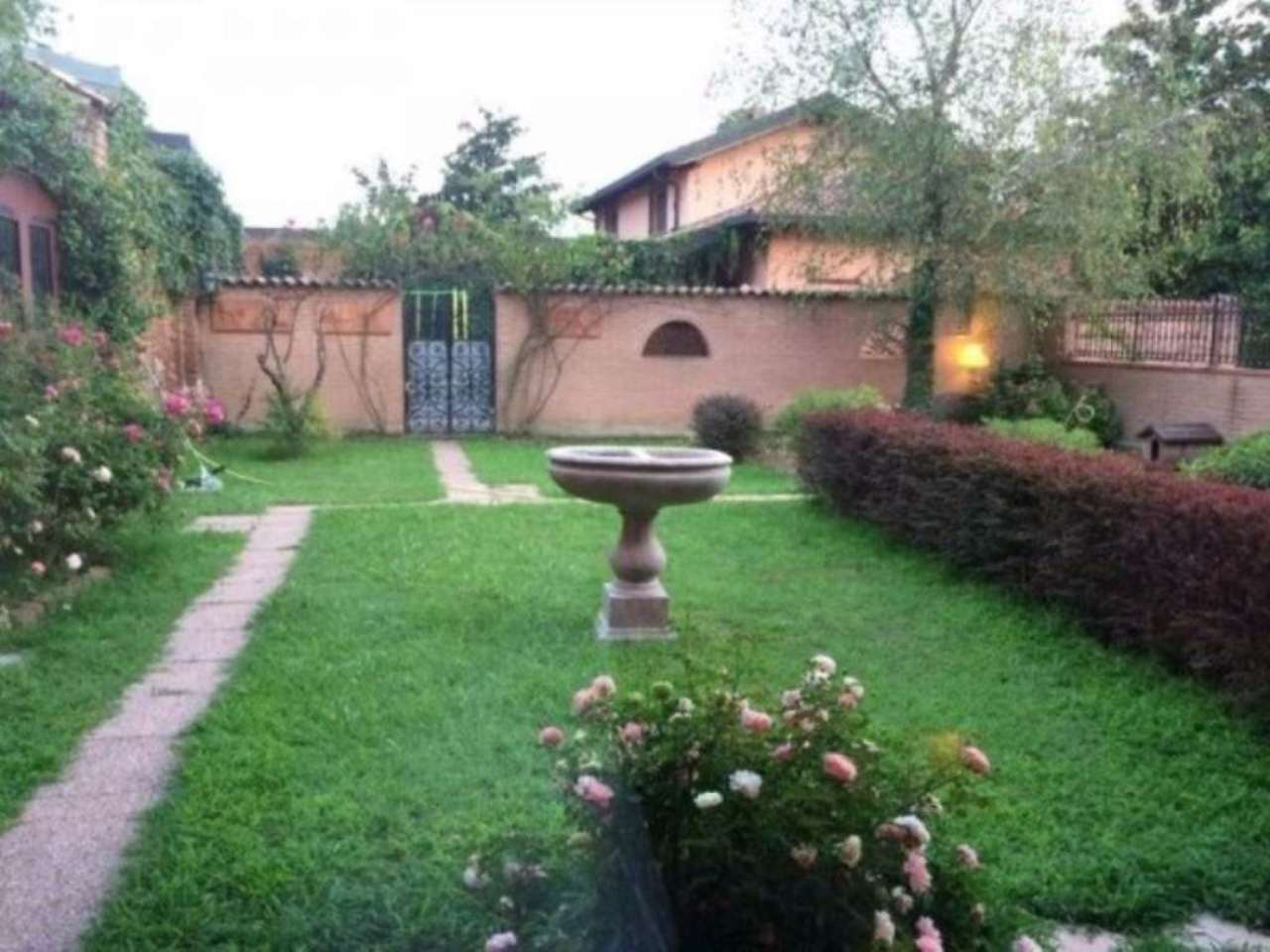 Villa in Vendita a Certosa di Pavia