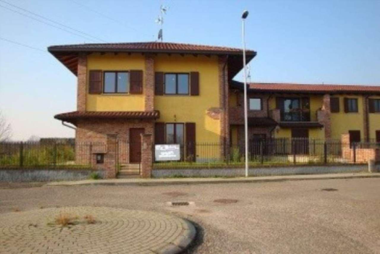 Villa in vendita a Pavia, 4 locali, prezzo € 385.000   Cambio Casa.it