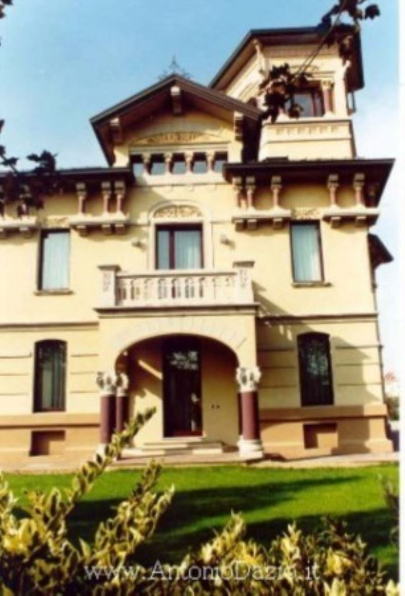 Villa in vendita a Voghera, 6 locali, prezzo € 900.000   Cambio Casa.it