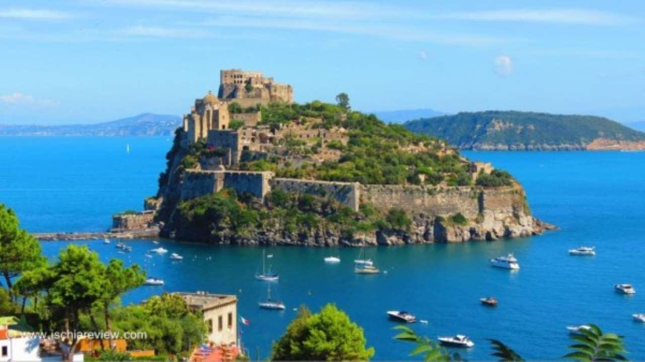Appartamento in vendita a Ischia, 7 locali, prezzo € 350.000 | Cambio Casa.it