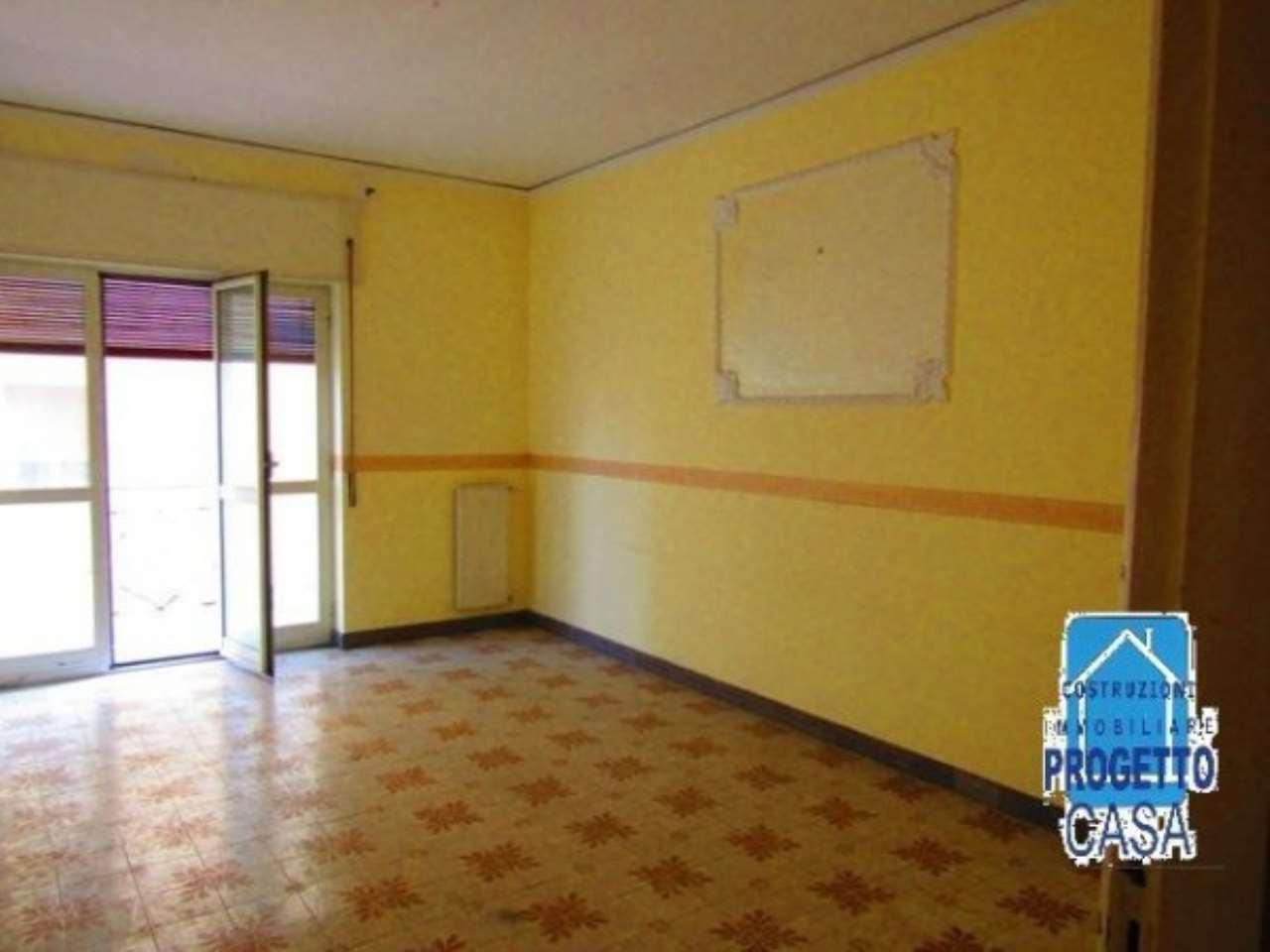Appartamento in vendita a Brusciano, 6 locali, prezzo € 95.000 | CambioCasa.it