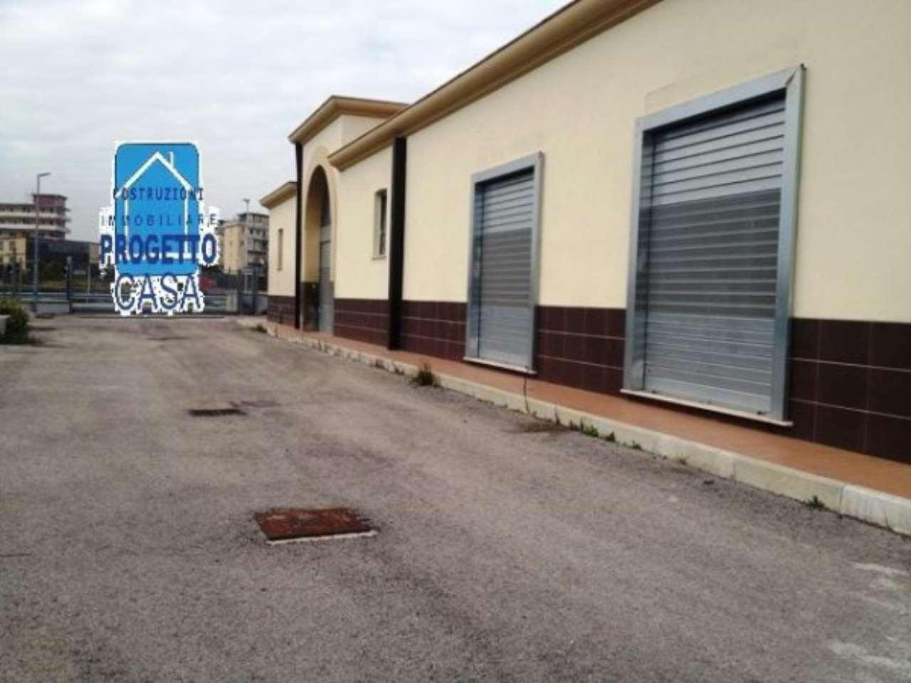 Capannone in affitto a Napoli, 3 locali, zona Zona: 3 . San Carlo all'Arena, Stella, Capodimonte, Colli Arinei, Trattative riservate | Cambio Casa.it